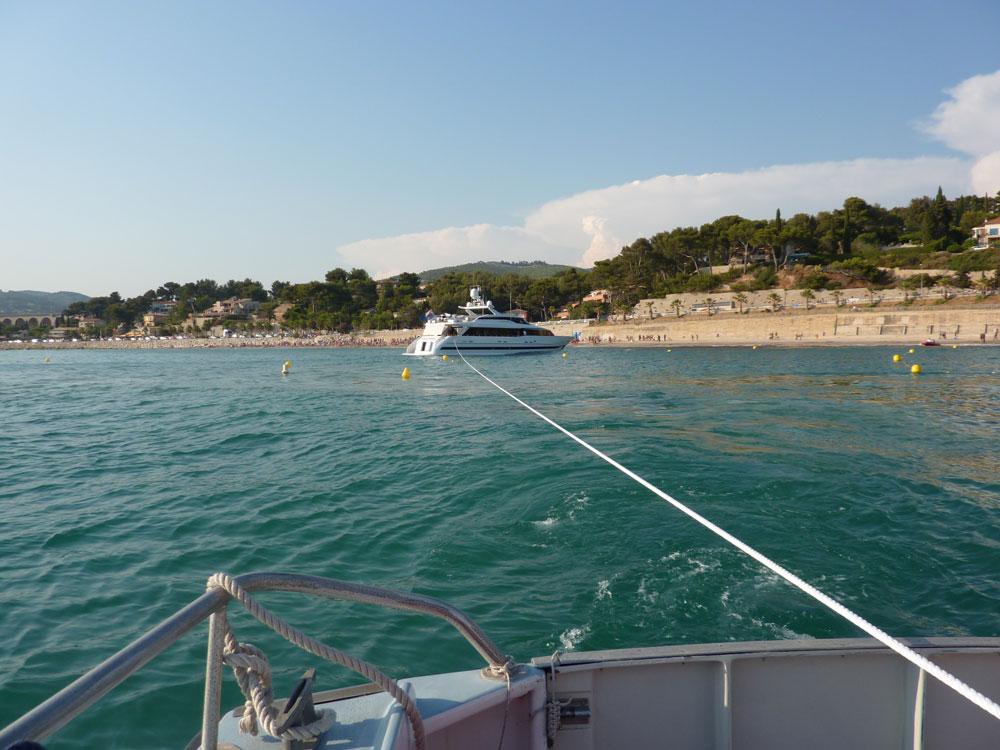Désenchouage d'un motoryacht près des plages de Bandol